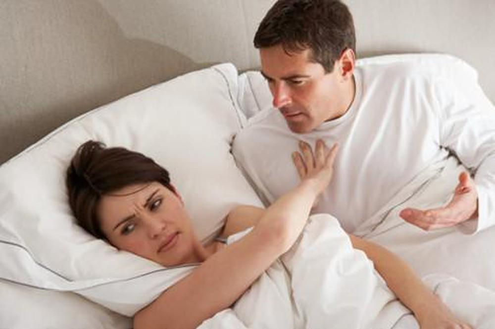 Mỗi đêm vào phòng ngủ đã trở thành ám ảnh, sợ hãi của tôi vì những chiêu trò quái đản của chồng - Ảnh 2.