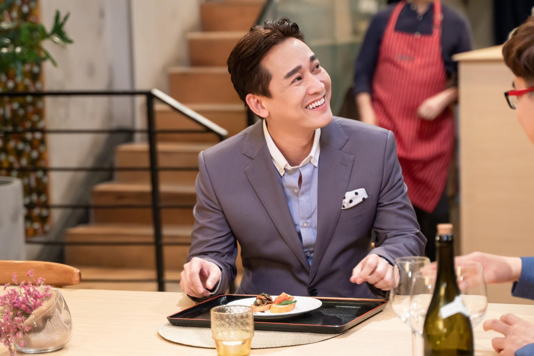 Làm nữ phục vụ xinh xắn, Hari Won bị than phiền vì thường xuyên xin ăn của đồng nghiệp  - Ảnh 9.