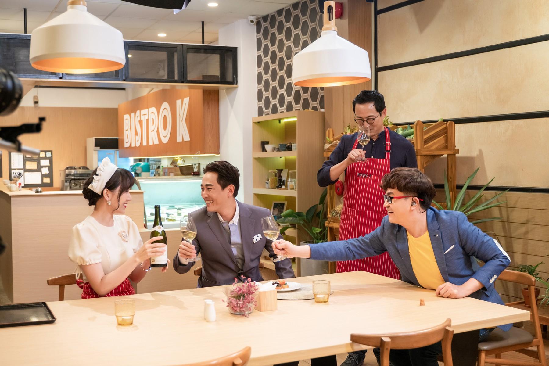 Làm nữ phục vụ xinh xắn, Hari Won bị than phiền vì thường xuyên xin ăn của đồng nghiệp  - Ảnh 10.