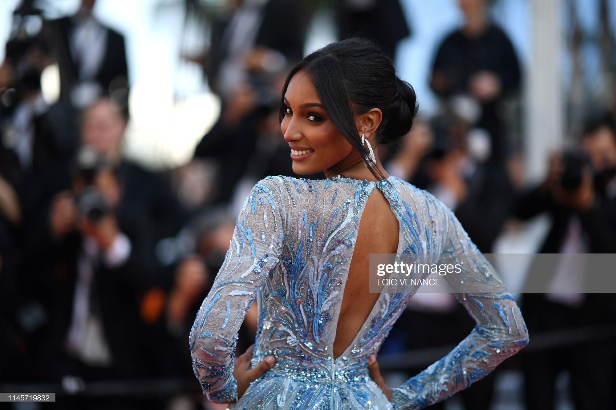 Thảm đỏ Cannes ngày 10: Các người đẹp thả rông ngực, cố tình làm trò lố vẫn bị truyền thông ngó lơ - Ảnh 9.