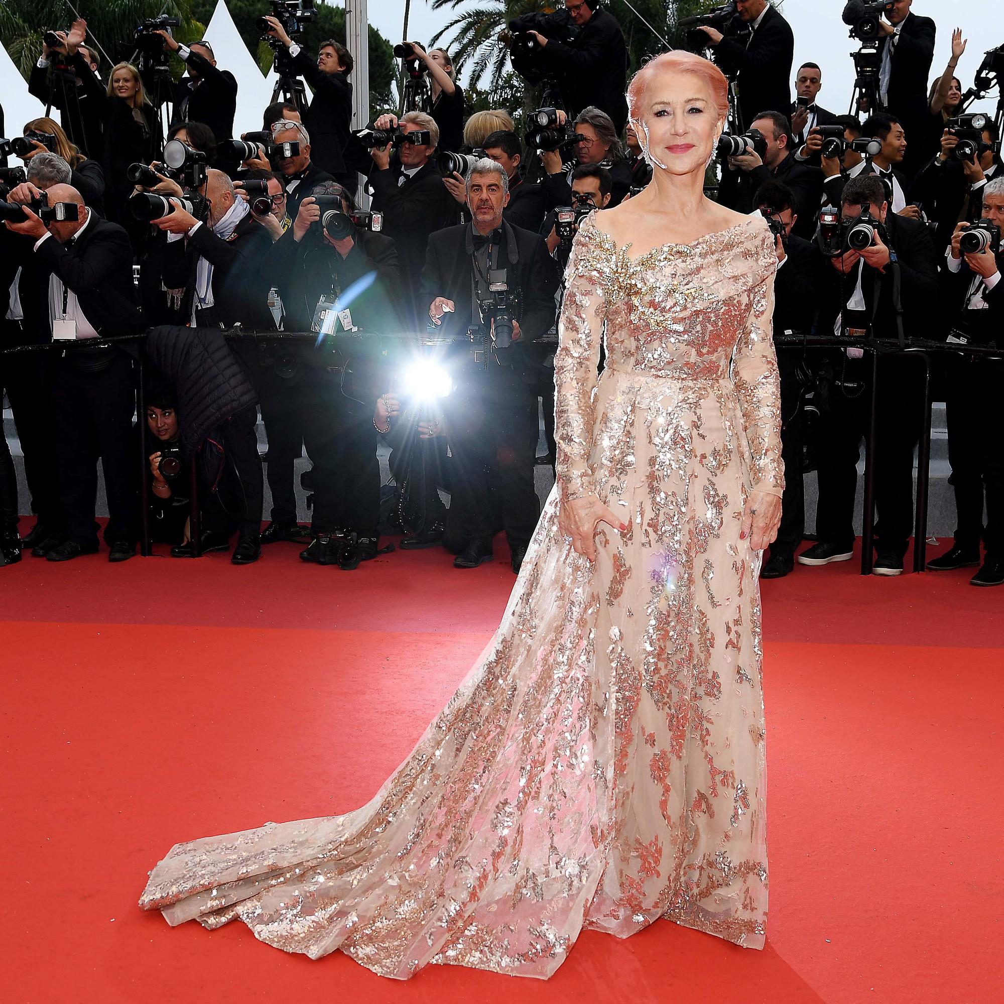 """Chẳng cần chiêu trò """"hở da thịt"""", 25 bộ cánh này vẫn được công nhận là đỉnh nhất Cannes 2019 - Ảnh 16."""
