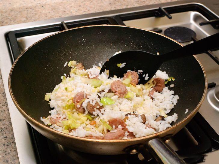 Cho con ăn 5 thực phẩm này trước khi đi ngủ sẽ khiến cả thể chất và não bộ của trẻ bị ảnh hưởng - Ảnh 1.