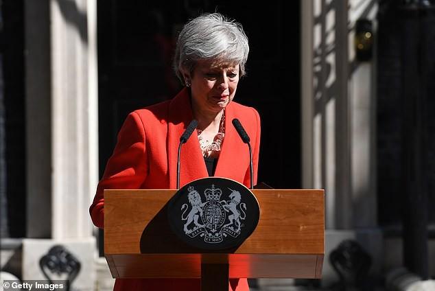 Khoảnh khắc xúc động khi người đàn bà thép Theresa May rơi nước mắt trong giây phút tuyên bố từ chức và 3 năm thăng trầm của nữ Thủ tướng Anh - Ảnh 1.