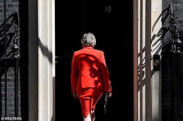 Khoảnh khắc xúc động khi người đàn bà thép Theresa May rơi nước mắt trong giây phút tuyên bố từ chức và 3 năm thăng trầm của nữ Thủ tướng Anh - Ảnh 4.