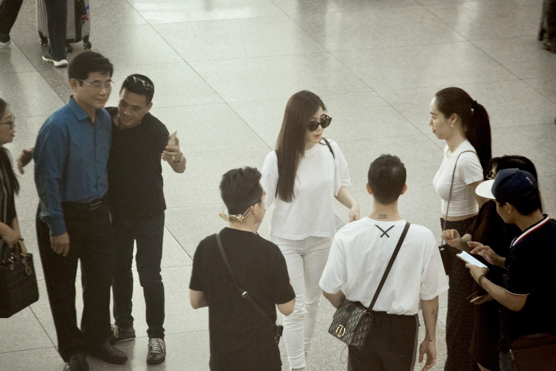 Hương Tràm xuất hiện bên bố mẹ, xúc động khi chính thức dừng hát để đi du học Mỹ  - Ảnh 5.