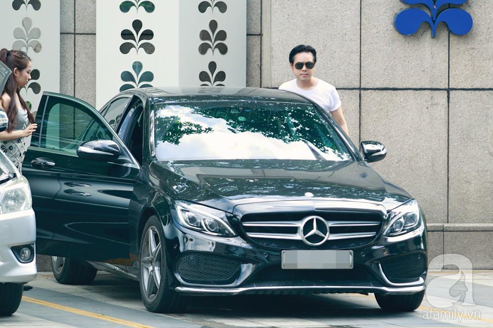 Hot: Dương Khắc Linh cùng vợ sắp cưới khoác vai, công khai ôm hôn tình tứ trước ngày lên xe hoa - Ảnh 1.