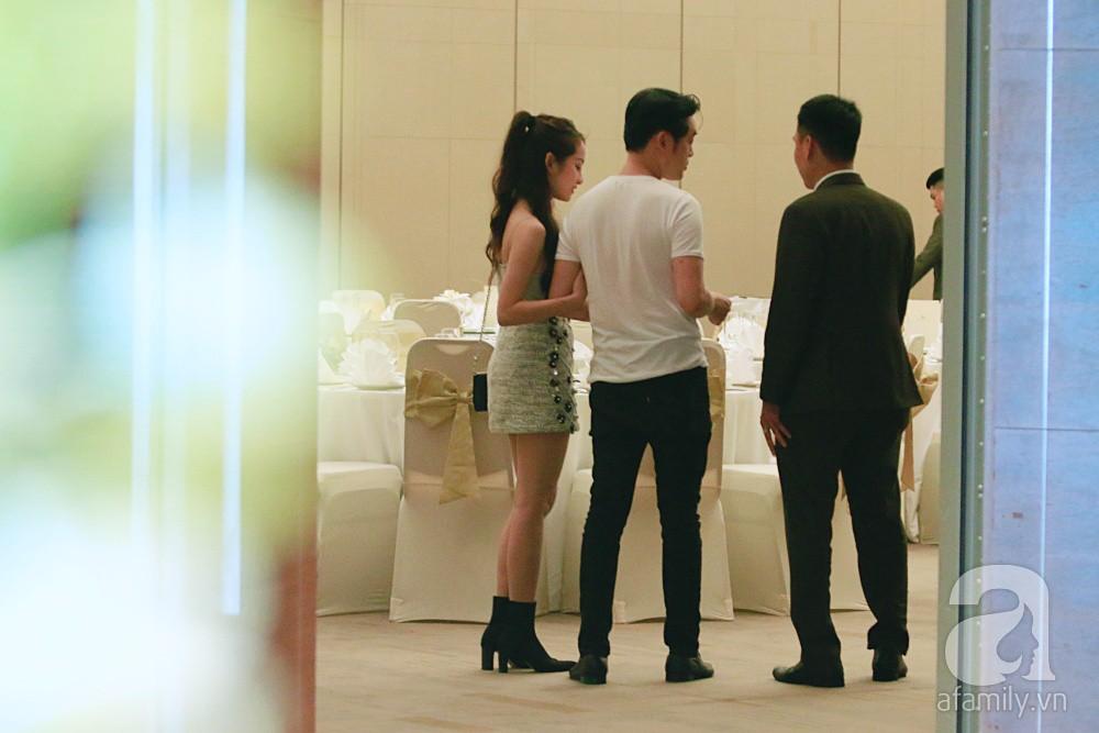Hot: Dương Khắc Linh cùng vợ sắp cưới khoác vai, công khai ôm hôn tình tứ trước ngày lên xe hoa - Ảnh 7.