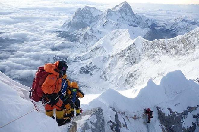 2 nữ du khách thiệt mạng trong lúc chinh phục đỉnh Everest: Biết nguyên nhân xong bạn sẽ rút ra bài học cho mình trong quá trình trekking - Ảnh 2.