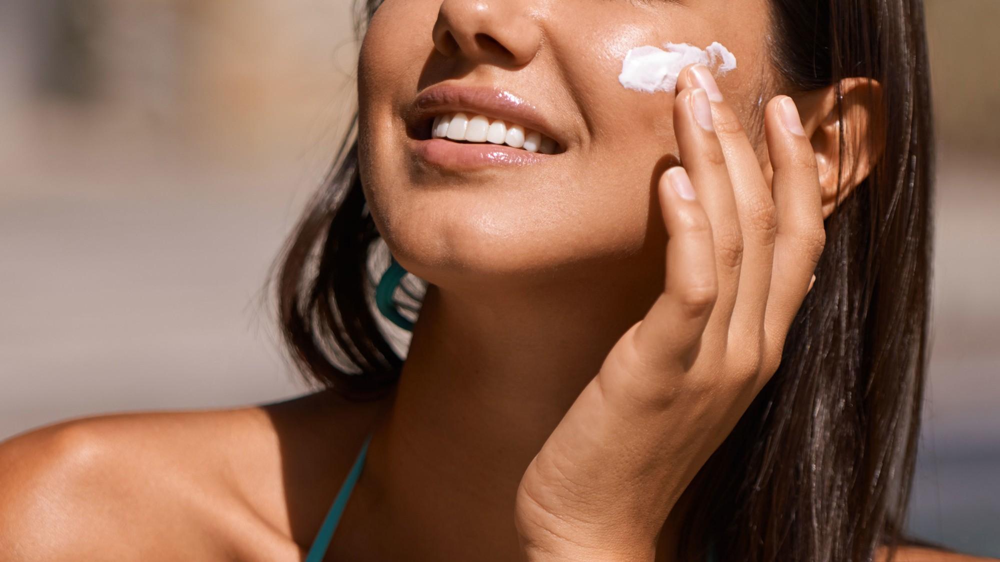 Chuyên gia cảnh báo hóa chất trong kem chống nắng có thể hấp thụ vào máu - Ảnh 3.