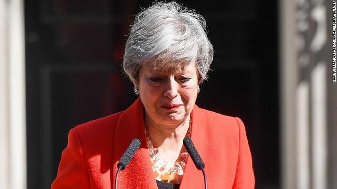 Khoảnh khắc xúc động khi người đàn bà thép Theresa May rơi nước mắt trong giây phút tuyên bố từ chức và 3 năm thăng trầm của nữ Thủ tướng Anh - Ảnh 2.