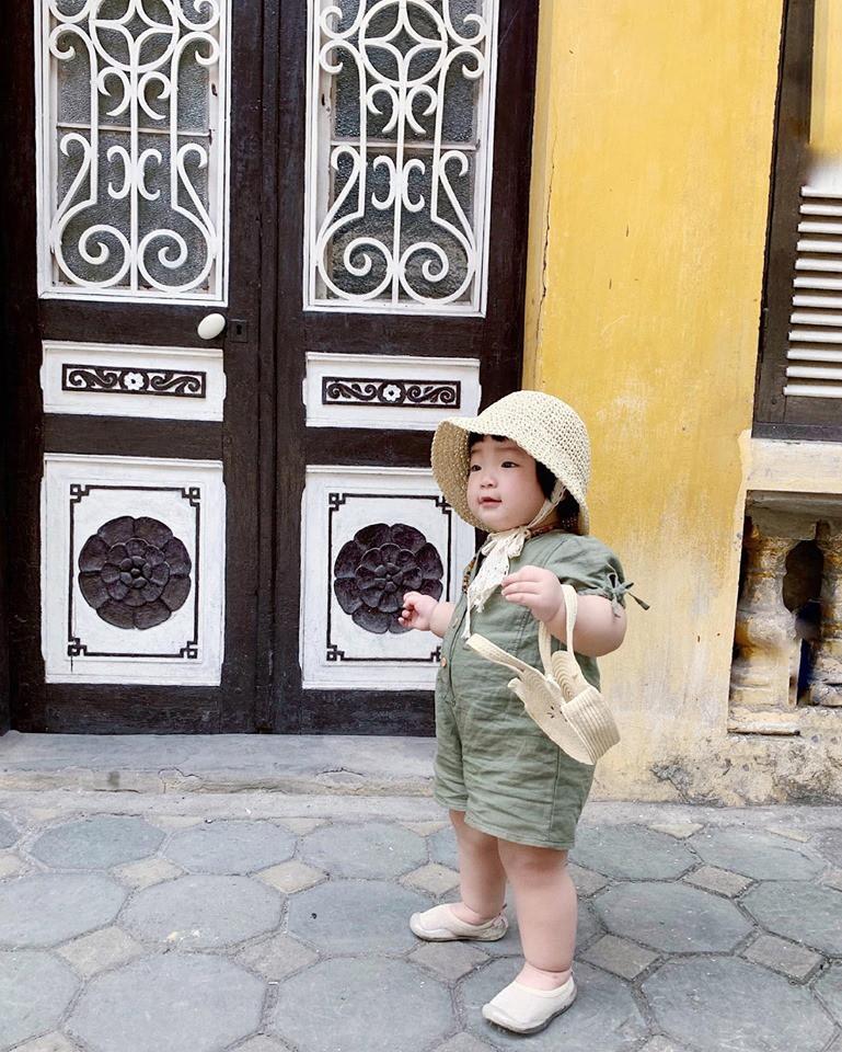 Cuối tuần của các hot mom: Sam Sam bụ bẫm xinh như thiên thần, nhóc Cá nhà Ngọc Mon cũng cạnh tranh sát nút - Ảnh 3.