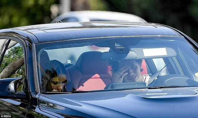Cậu cả nhà David Beckham ôm hôn bạn gái nồng nhiệt sau nghi vẫn mâu thuẫn tại Cannes 2019 - Ảnh 4.