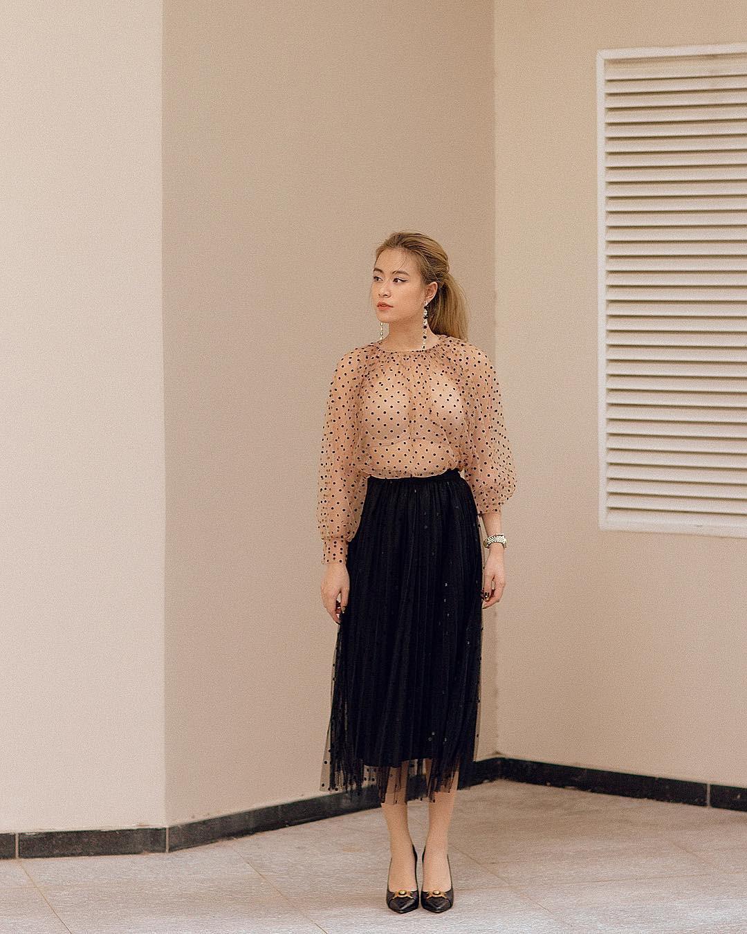 Chân váy xếp ly vẫn chưa hạ nhiệt: Được các sao nữ nổi tiếng mặc đẹp mê tít, mix&match bao kiểu tuyệt xinh - Ảnh 8.