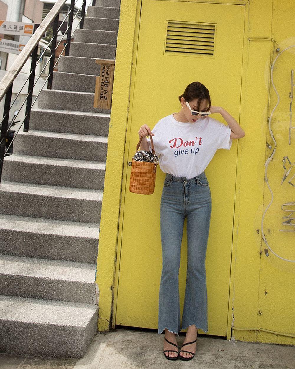 Bảo chứng cho vẻ sành điệu là combo áo phông – quần jeans với 15 ý tưởng diện mãi không biết chán này  - Ảnh 7.