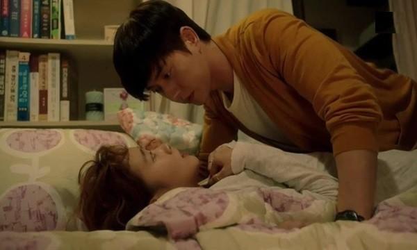 Trai mét tám lấy gái mét 4, đang đau đầu vì nghĩ đến cảnh chung giường thì đêm tân hôn điều không tưởng đã xảy đến - Ảnh 2.