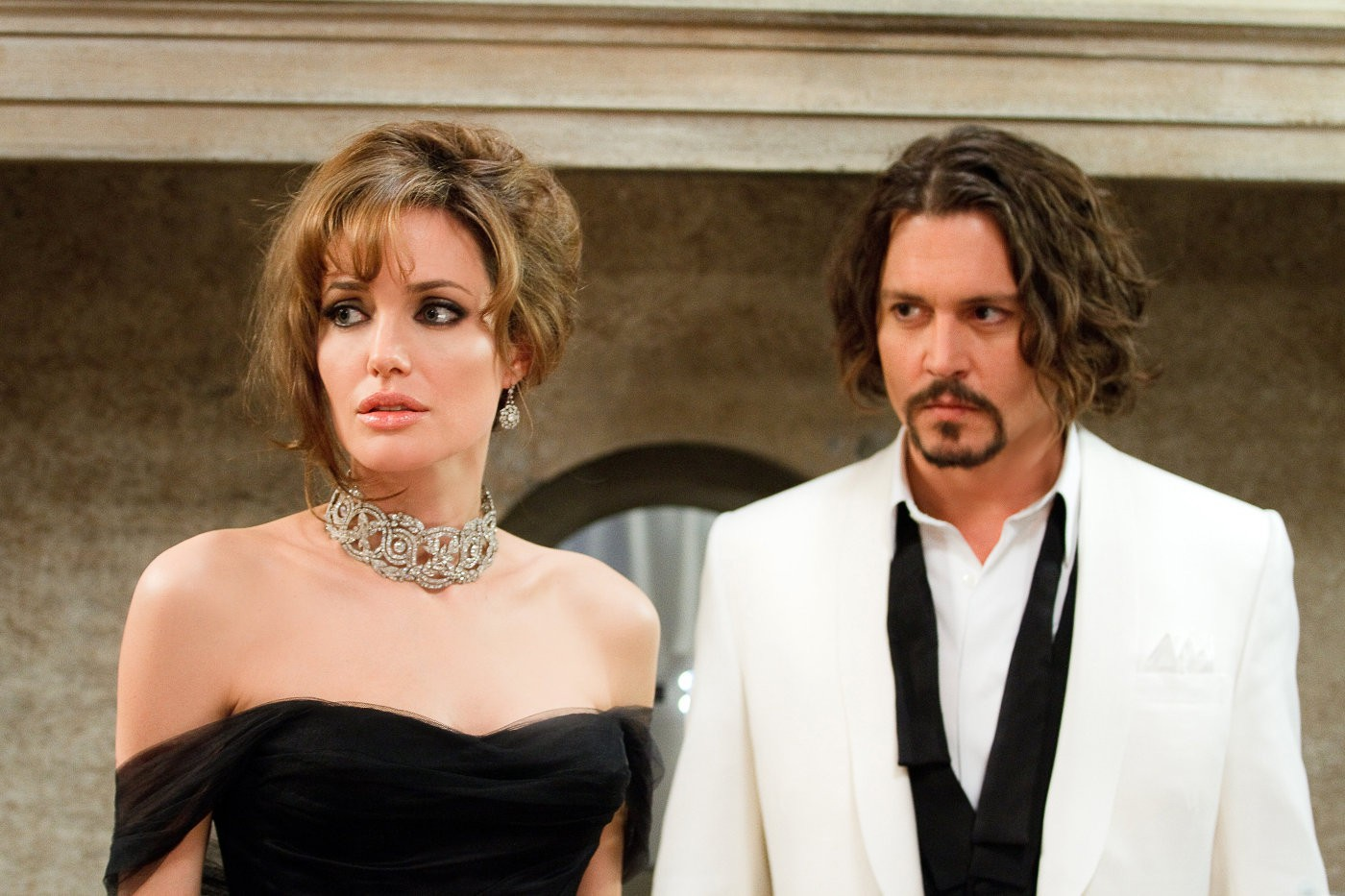 Ly hôn Brad Pitt chưa được bao lâu, Angelina Jolie đã hỏi Johnny Depp đến sống chung, từ lâu đã giữ quan hệ bí mật? - Ảnh 1.