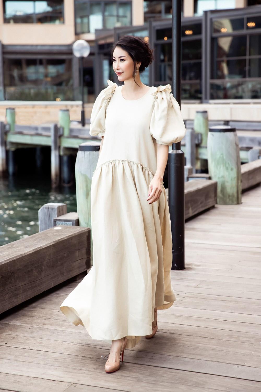 Hoa hậu Hà Kiều Anh trẻ trung thu hút với tông nâu nhạt quý phái - Ảnh 1.