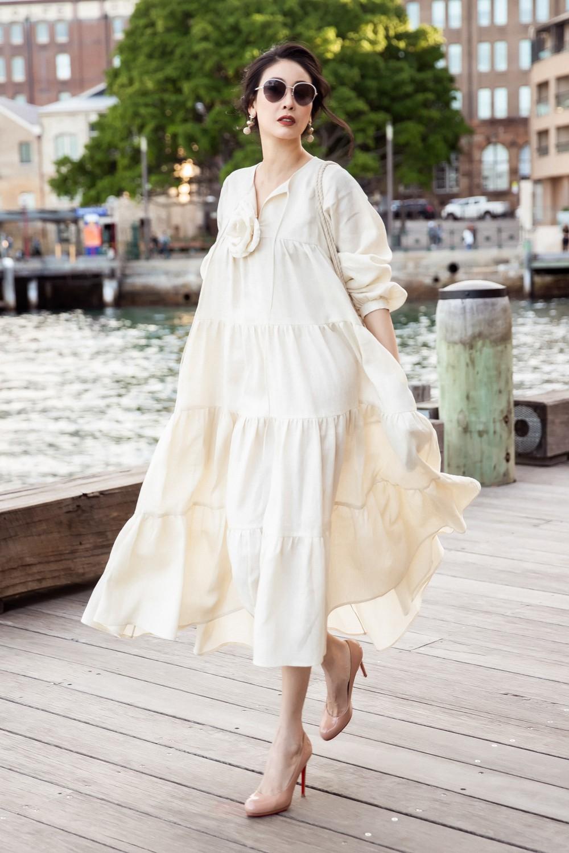 Hoa hậu Hà Kiều Anh trẻ trung thu hút với tông nâu nhạt quý phái - Ảnh 3.