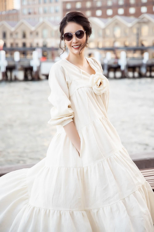 Hoa hậu Hà Kiều Anh trẻ trung thu hút với tông nâu nhạt quý phái - Ảnh 4.