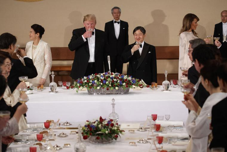 Hoàng hậu Masako tiếp tục ghi điểm tuyệt đối trong tiệc chiêu đãi nhờ một loạt hành động này, đến Tổng thống Trump cũng hài lòng, vui vẻ - Ảnh 6.