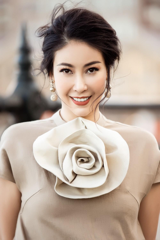 Hoa hậu Hà Kiều Anh trẻ trung thu hút với tông nâu nhạt quý phái - Ảnh 6.
