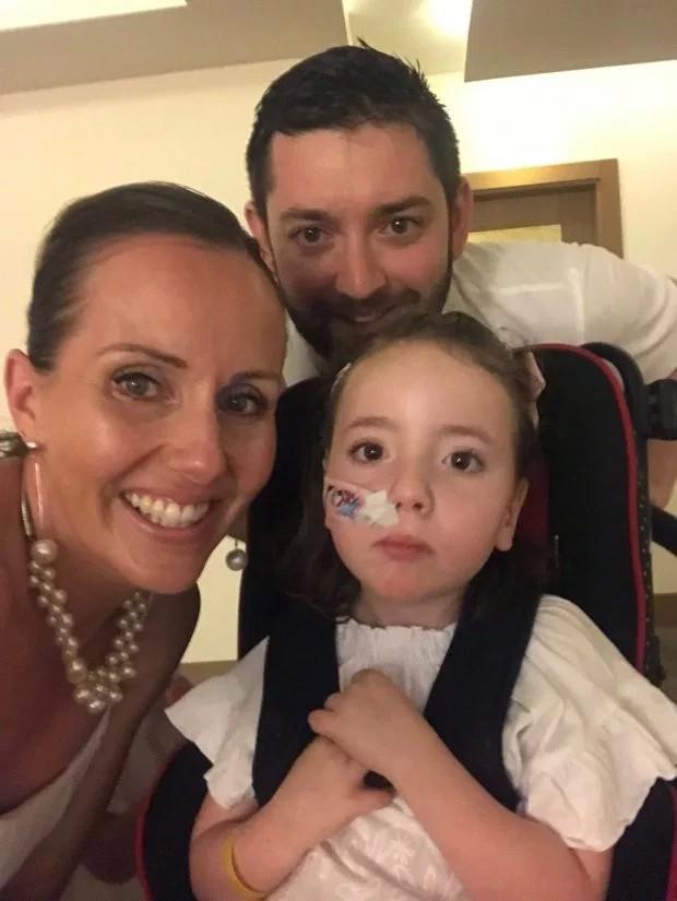 Cùng mắc căn bệnh quái ác, bé 7 tuổi tự nguyện nhường em gái điều trị trước khiến người mẹ tan nát trái tim - Ảnh 2.