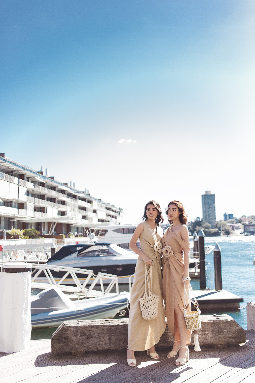 Chị em Hoa hậu Mỹ Linh - Tiểu Vy khiến ai cũng ngoái nhìn khi cùng dạo bước trên đường phố Sydney  - Ảnh 4.