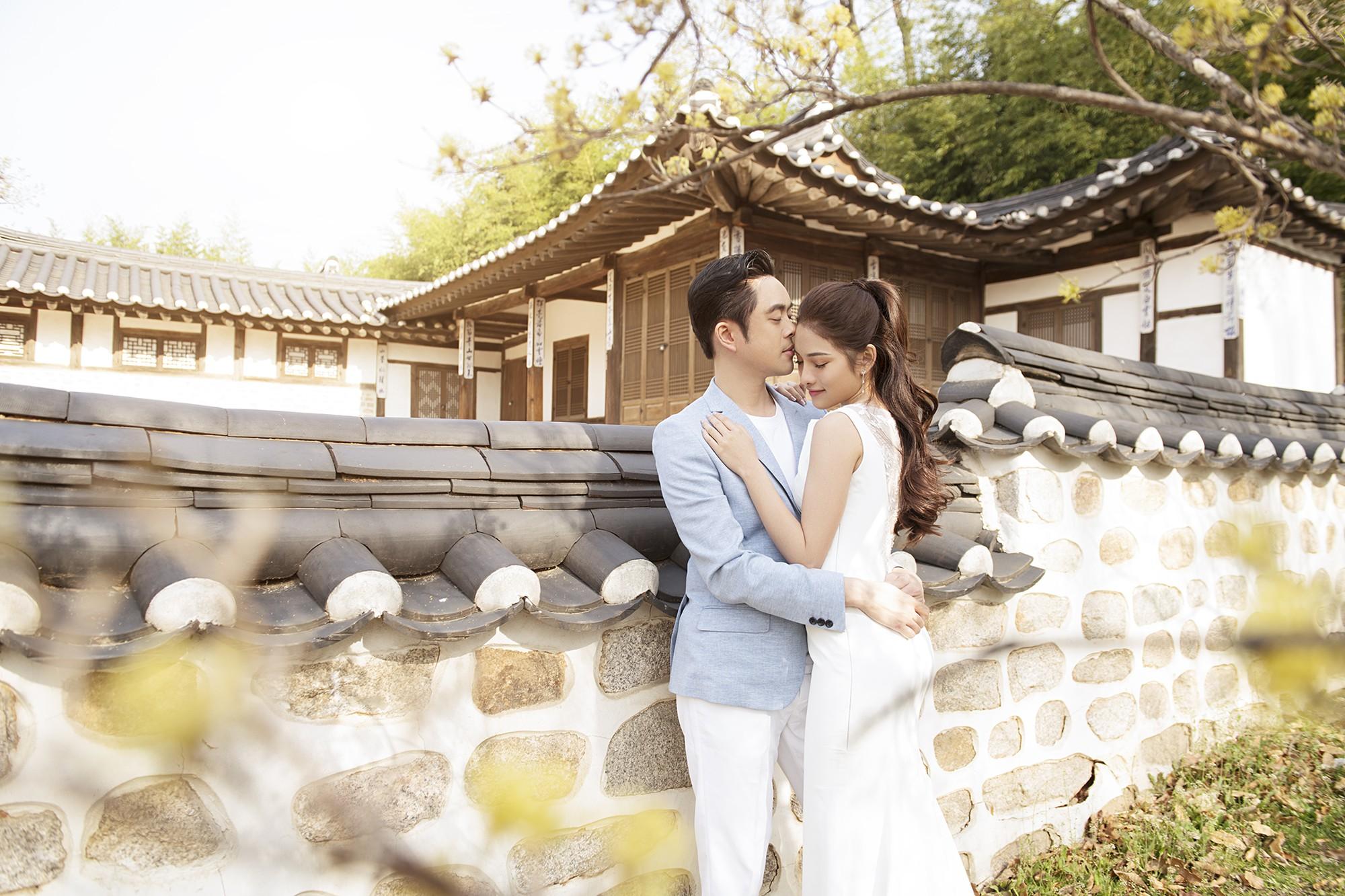 Ảnh cưới đẹp như phim chụp tại Hàn Quốc của Dương Khắc Linh và vợ trẻ kém 13 tuổi - Ảnh 1.