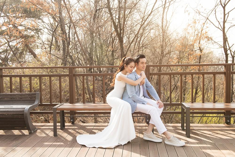 Ảnh cưới đẹp như phim chụp tại Hàn Quốc của Dương Khắc Linh và vợ trẻ kém 13 tuổi - Ảnh 2.