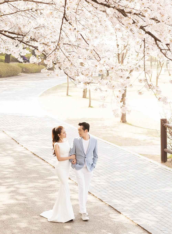 Ảnh cưới đẹp như phim chụp tại Hàn Quốc của Dương Khắc Linh và vợ trẻ kém 13 tuổi - Ảnh 3.