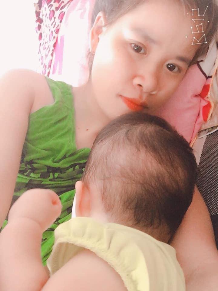 Đỉnh cao sáng tạo của mẹ bỉm sữa: Xé áo của mẹ thành bộ bikini cực dễ thương cho con 8 tháng - Ảnh 3.