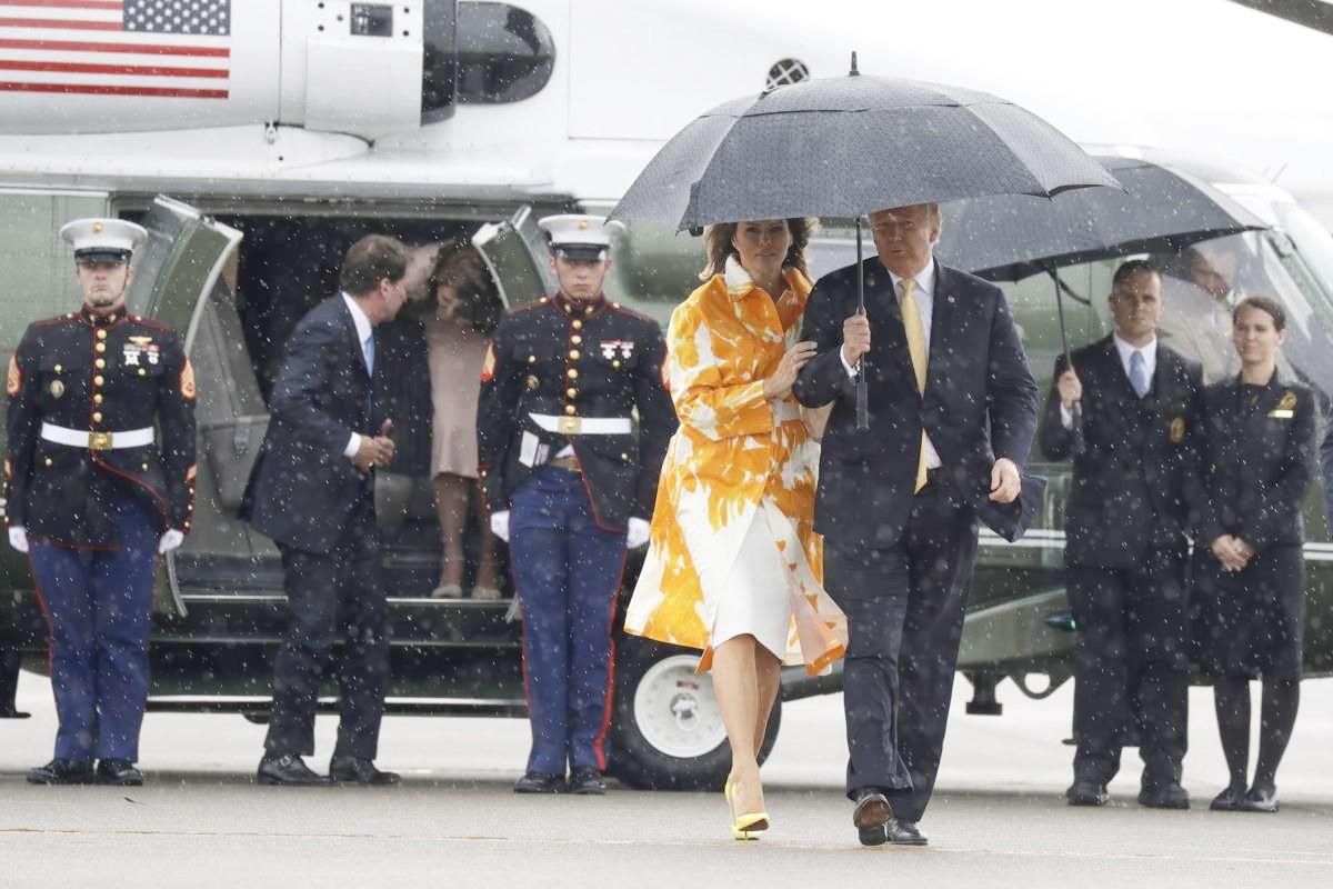 Hết thời bị vợ phũ phàng hất tay, Tổng thống Trump gây sốt với loạt khoảnh khắc tình bể bình cùng bạn đời trong chuyến thăm Nhật Bản - Ảnh 6.