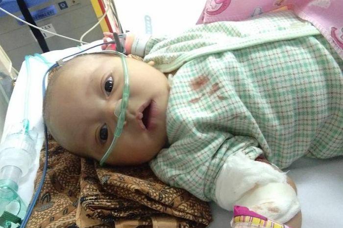 Cái chết tức tưởi vì khói thuốc của em bé 1 tháng tuổi rúng động Indonesia, bố mẹ đứa trẻ yêu cầu chính phủ đóng cửa ngành công nghiệp thuốc lá - Ảnh 1.