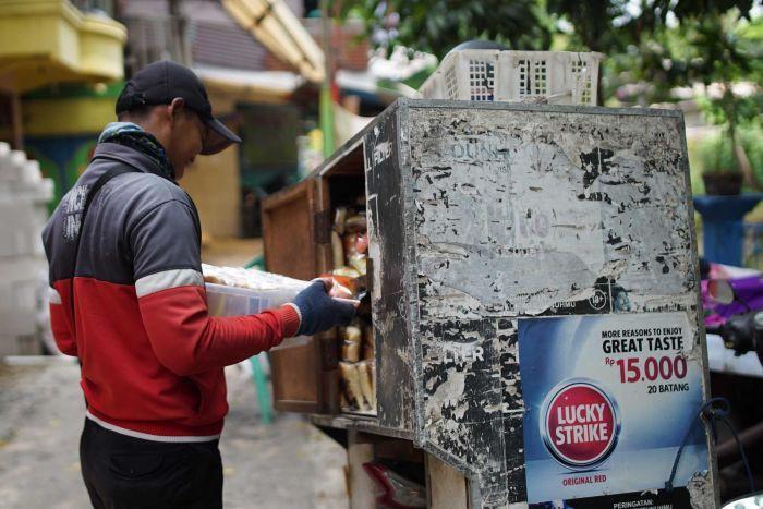 Cái chết tức tưởi vì khói thuốc của em bé 1 tháng tuổi rúng động Indonesia, bố mẹ đứa trẻ yêu cầu chính phủ đóng cửa ngành công nghiệp thuốc lá - Ảnh 5.