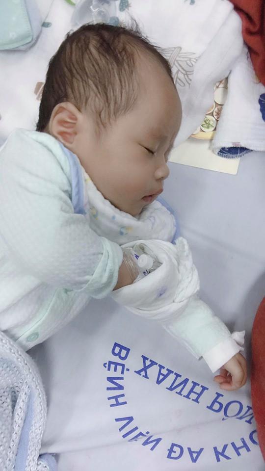 Sau hành trình chiến đấu lại virus RSV gây viêm phổi, mẹ Hà Nội cảnh báo các mẹ khác đừng coi thường nụ hôn thần chết - Ảnh 3.