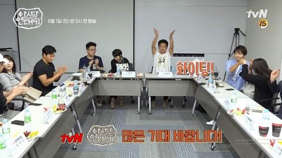 """Song Joong Ki bất ngờ khoe nhẫn cưới sau tin đồn ngoại tình, ngay trong buổi đọc kịch bản với mỹ nhân bị nghi là """"tiểu tam"""" - Ảnh 6."""