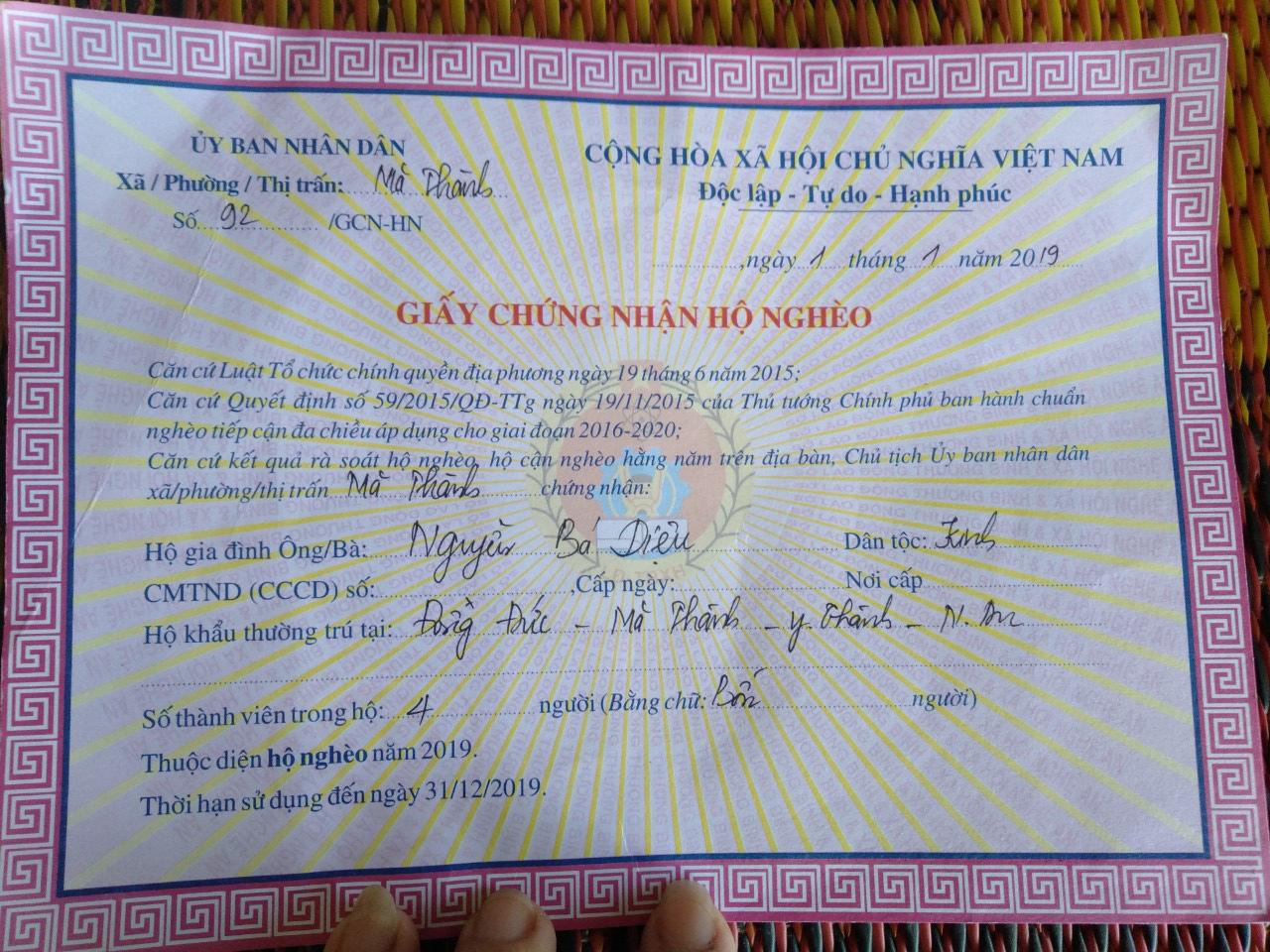 Không cam chịu con gái 3 tuổi chết mòn vì bệnh tật, vợ chồng nghèo sang Lào nhặt phế liệu kiếm tiền chữa bệnh cho con - Ảnh 7.