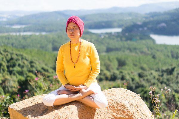 Nghiên cứu gây sốc: Yoga và thiền định khiến con người trở nên sân si và tự nâng cao bản thân mình hơn - Ảnh 1.