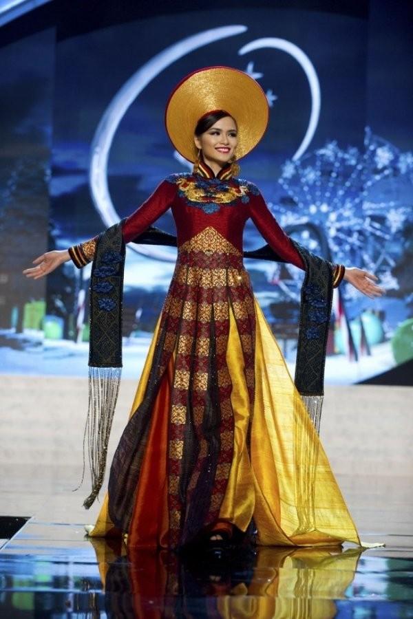 Từ trước khi có cuộc thi thiết kế, phần trang phục dân tộc của đại diện Việt Nam do ai phụ trách?  - Ảnh 7.