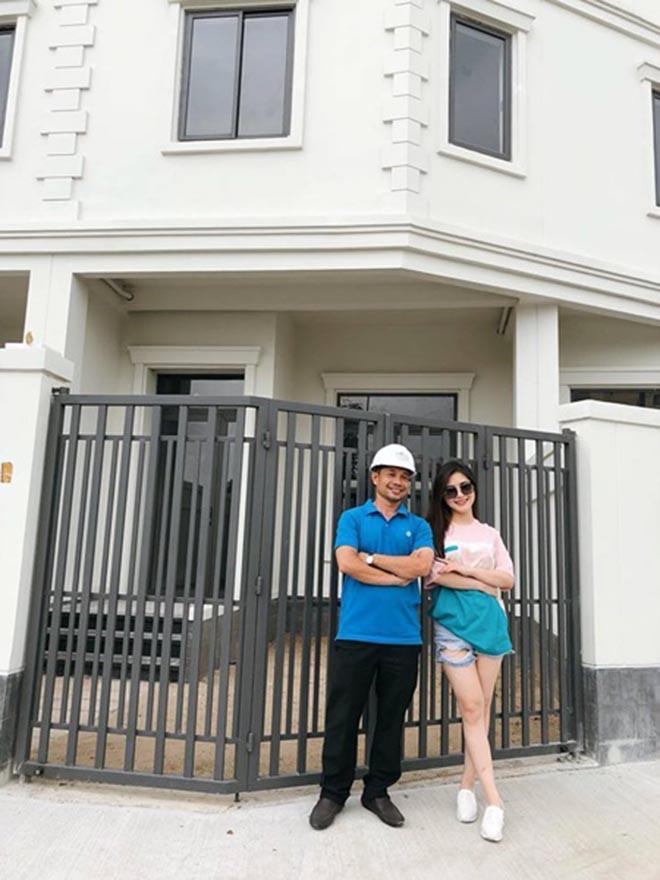 Hé lộ bên trong căn biệt thự 20 tỷ đồng của Hương Tràm - Ảnh 2.