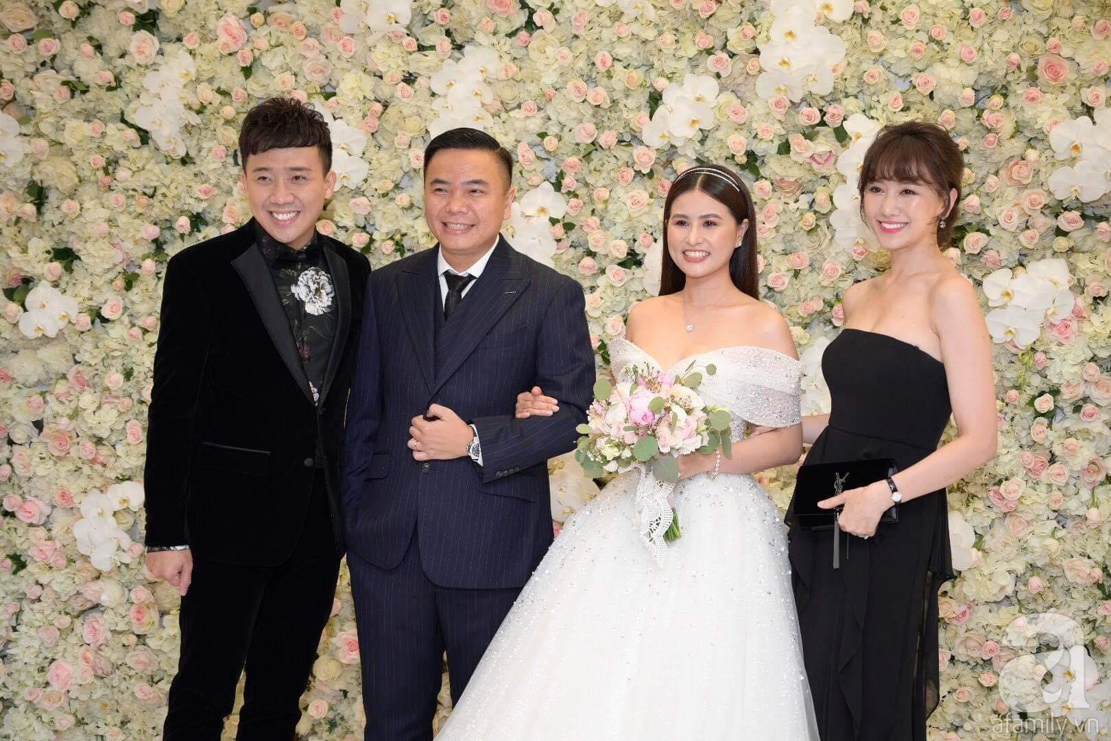 Trấn Thành - Hari Won, Ninh Dương Lan Ngọc cùng loạt sao Việt đến sự đám cưới đạo diễn Cua lại vợ bầu - Ảnh 2.