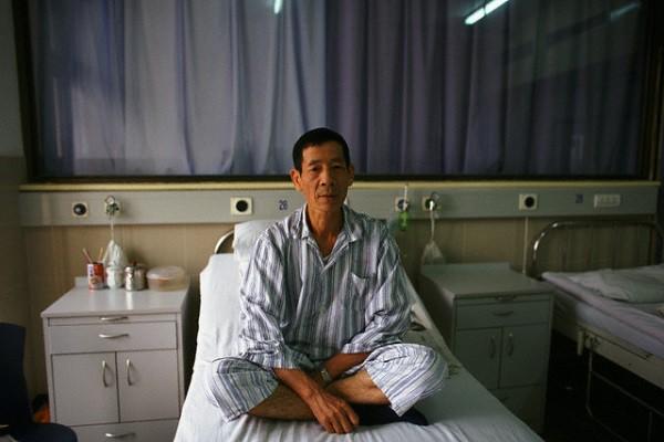 Sau khi gặp mặt chị dâu tương lai, bố tôi ốm liệt giường khiến tôi tò mò tìm hiểu rồi chết lặng trước bí mật khó tin - Ảnh 2.