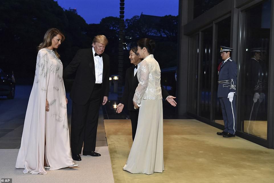 Hé lộ món quà cảm động Đệ nhất Phu nhân Mỹ tặng Hoàng hậu Nhật Bản - Ảnh 2.