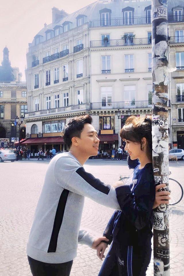 Trấn Thành - Hari Won kỷ niệm 1200 ngày yêu nhau bằng màn hôn đắm đuối dưới tháp Eiffels nhưng lại bất ngờ bị phá đám vì điều này - Ảnh 3.