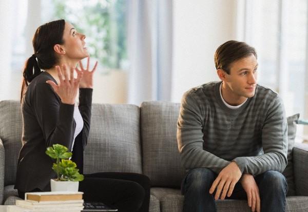 Để ngăn cản chồng với người cũ, tôi đã phải gồng mình lên biến bản thân thành một người ghê gớm nhưng chẳng làm anh chột dạ chút nào - Ảnh 1.