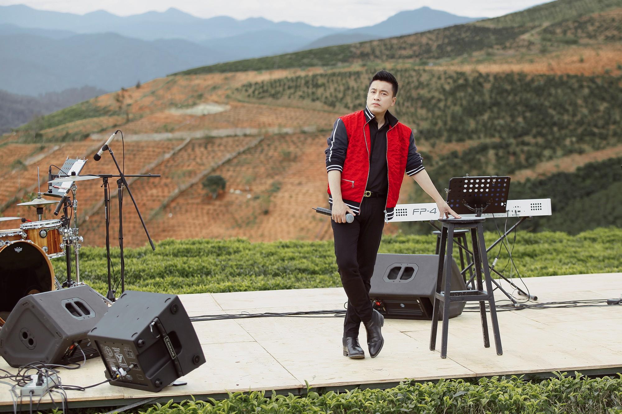 """Tái hiện lại hit 20 năm trước, Lam Trường vẫn xứng danh """"tình đầu quốc dân"""" vì giọng hát đốn tim - Ảnh 2."""