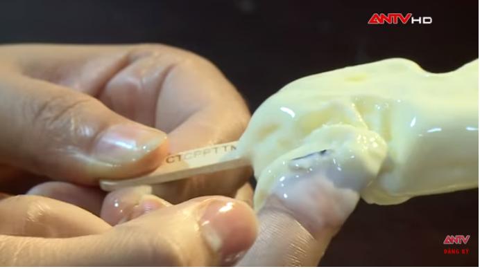 """Kinh hãi quy trình sản xuất kem """"siêu bẩn"""" tại Hà Nội: Coi chừng nhiễm melamin, ngộ độc vì chuộng ăn kem vị lạ giá rẻ! - Ảnh 4."""