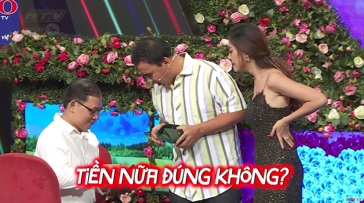 """""""Bạn muốn hẹn hò"""": Quyền Linh - Nam Thư phối hợp """"trấn lột"""" tiền của anh chàng U40 đang khao khát tìm vợ - Ảnh 6."""