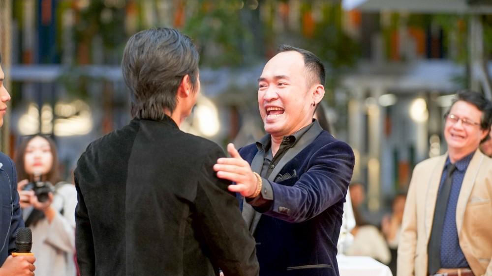 """Tiến Luật đổi nghề làm """"bầu show"""", xuất hiện như hình với bóng bên Harry Lu - Ảnh 11."""