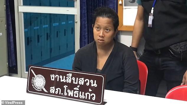 Thái Lan: Ác phụ nhẫn tâm đem con sơ sinh vẫn còn dây rốn vất lại ở bãi rác ven đường giữa trưa nắng nóng - Ảnh 3.